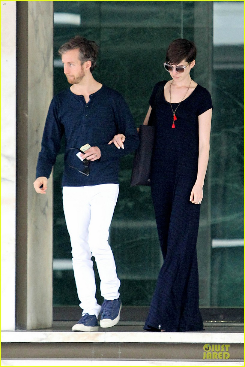 anne hathaway adam shulman medical office visiting couple 15