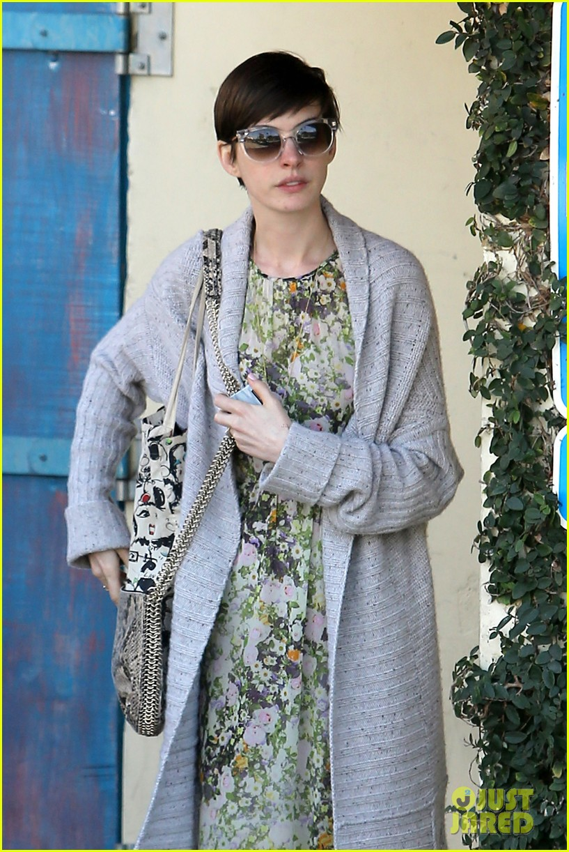 anne hathaway steps out post oscar win in beverly hills 10