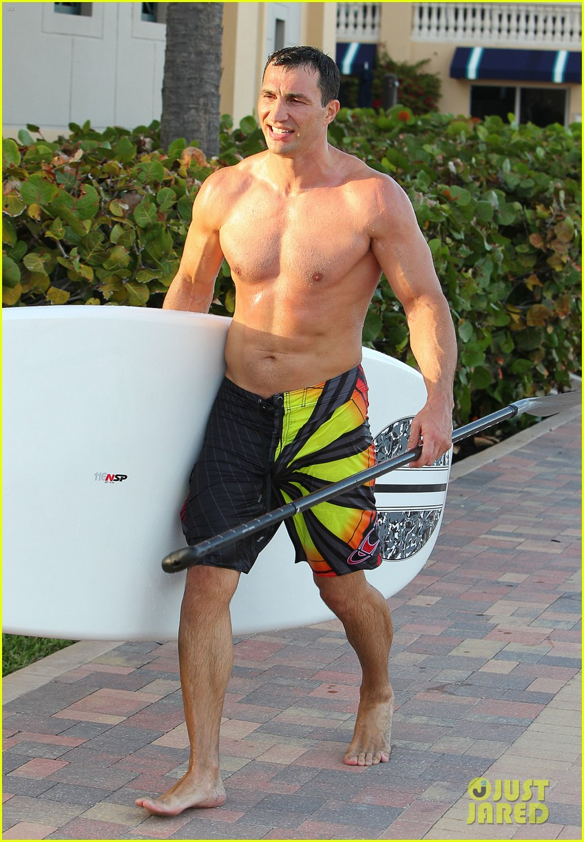 hayden panettiere miami beach day with shirtless wladimir klitschko 102815726