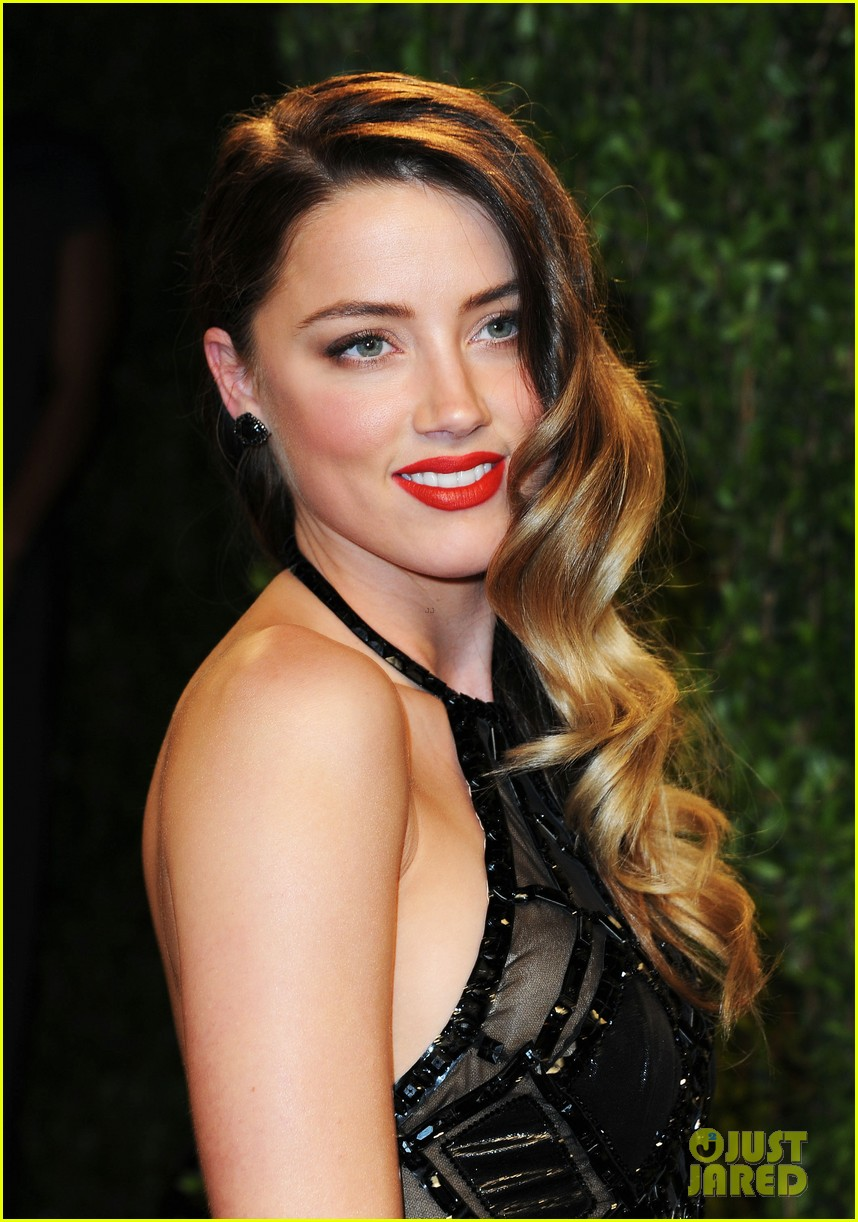 amber heard vanity fair oscars party 2013 08