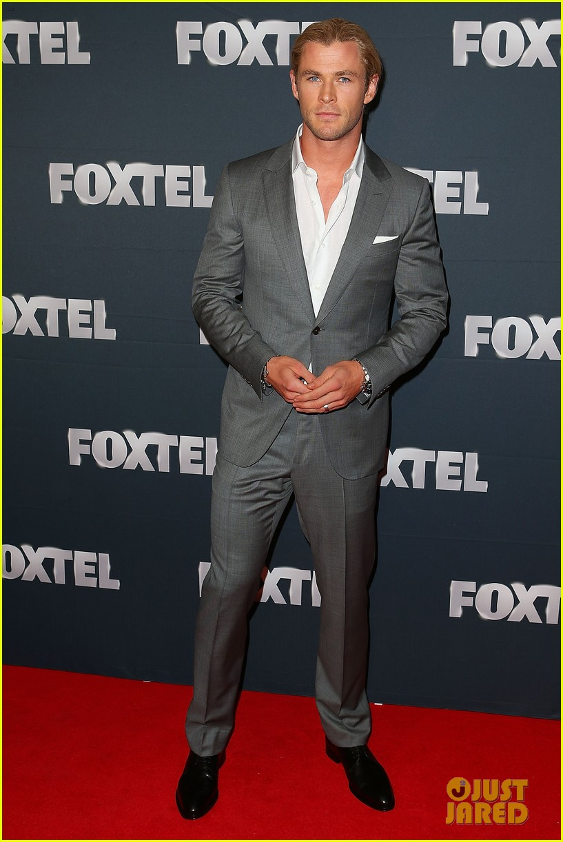 chris hemsworth sam worthington 2013 foxtel launch 04