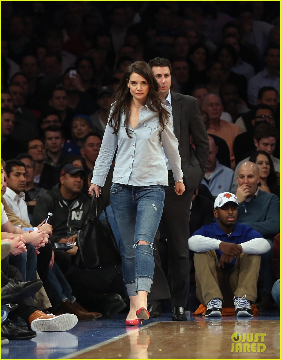 katie holmes knicks game with mystery man 01