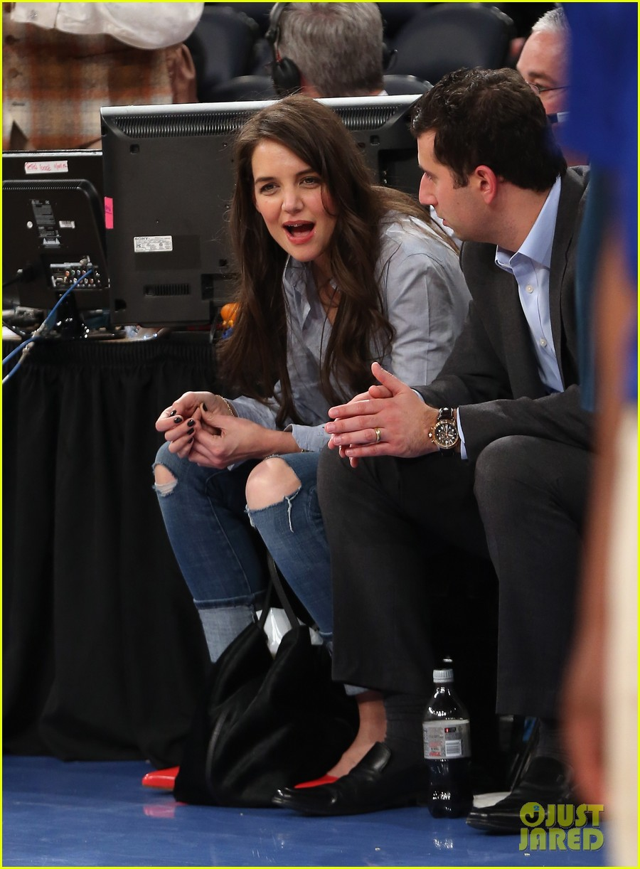 katie holmes knicks game with mystery man 03