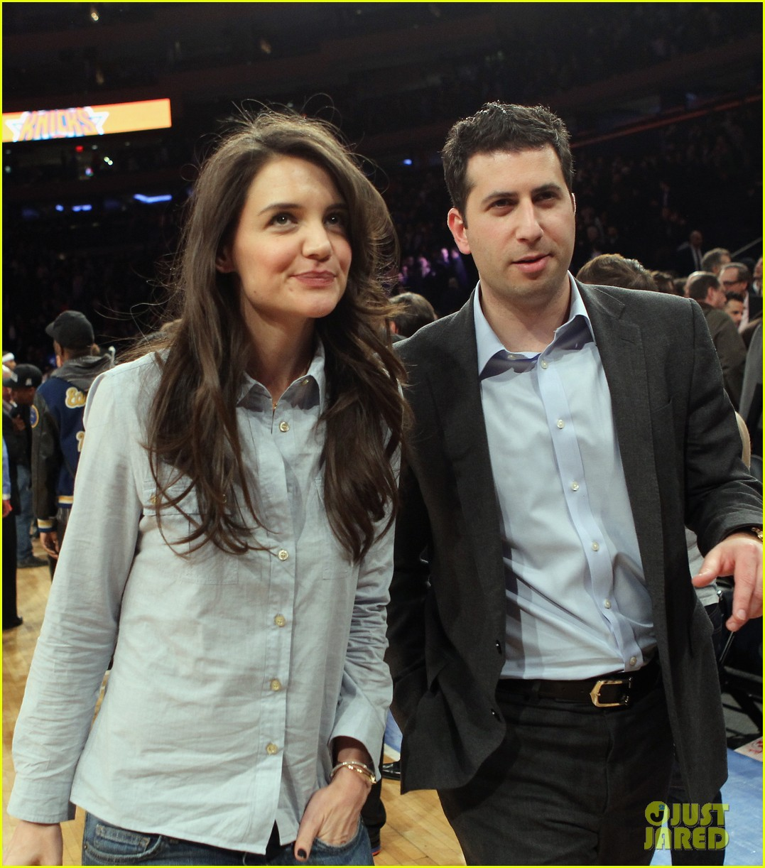 katie holmes knicks game with mystery man 04