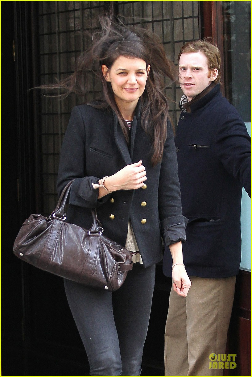 katie holmes skips new york fashion week this month 022802688