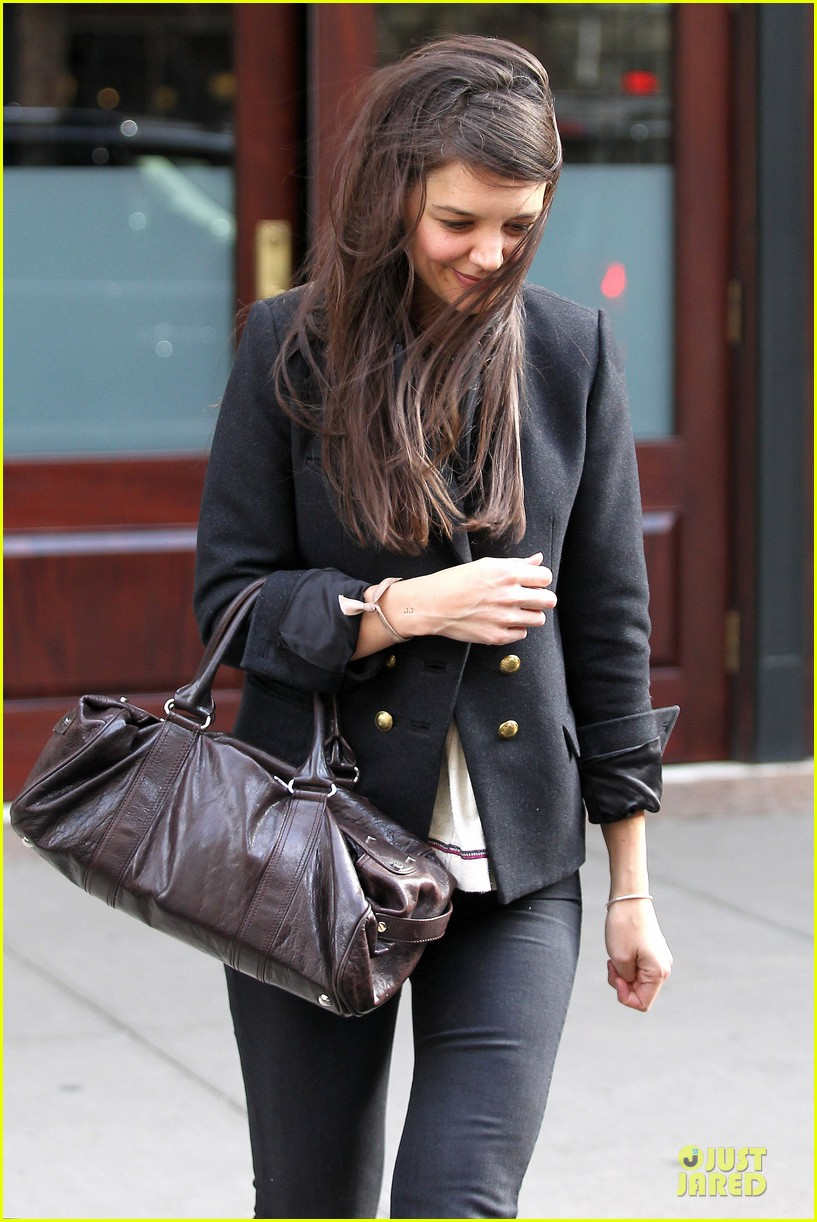 katie holmes skips new york fashion week this month 07