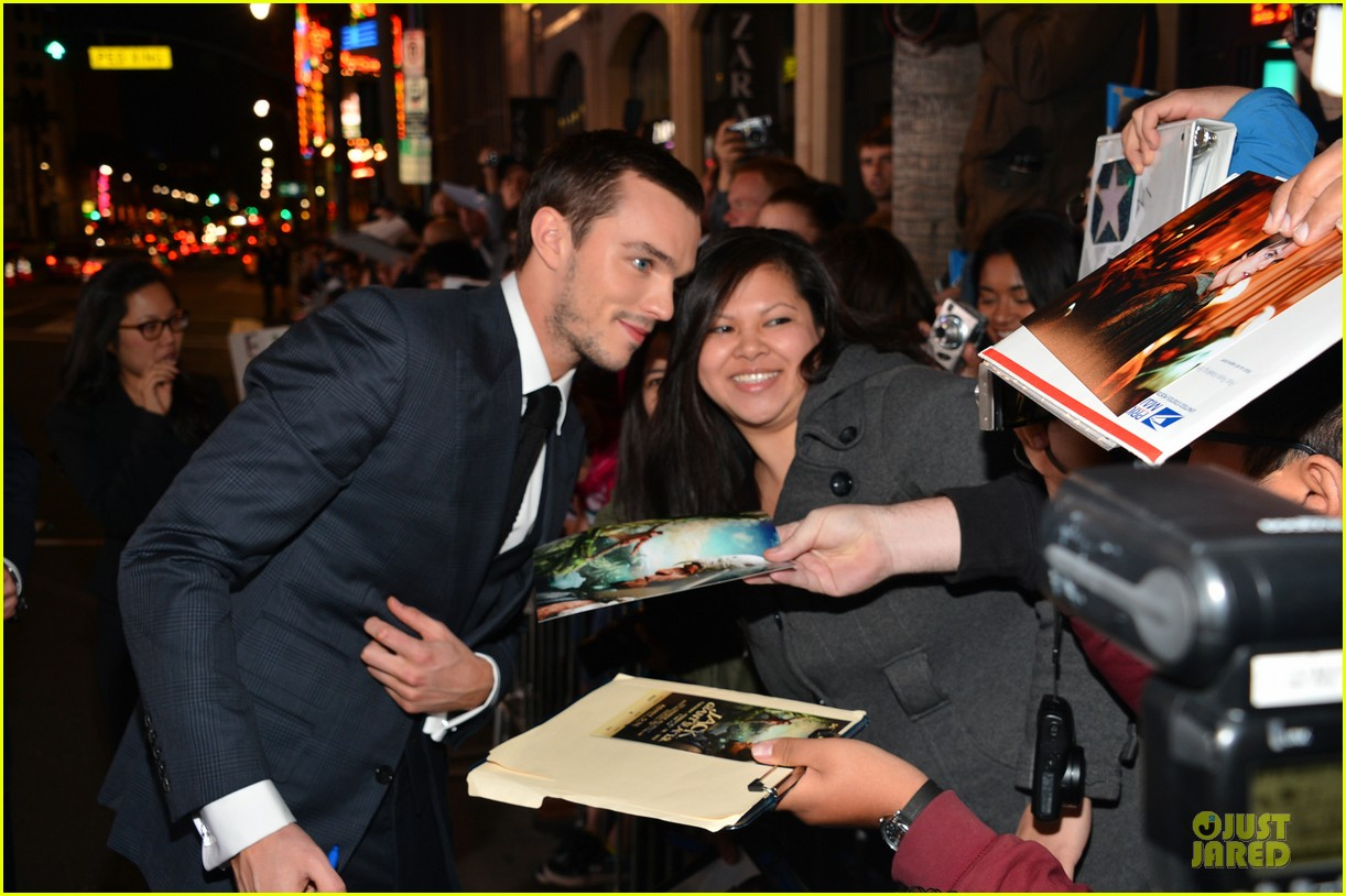 nicholas hoult jack the giant slayer hollywood premiere 13