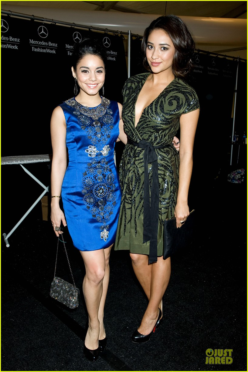 vanessa hudgens matt damon naeem khan fashion show 01