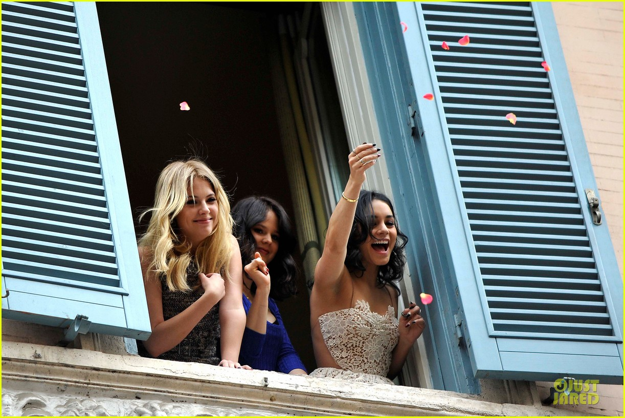 vanessa hudgens ashley benson spring breakers kisses in rome 052817682