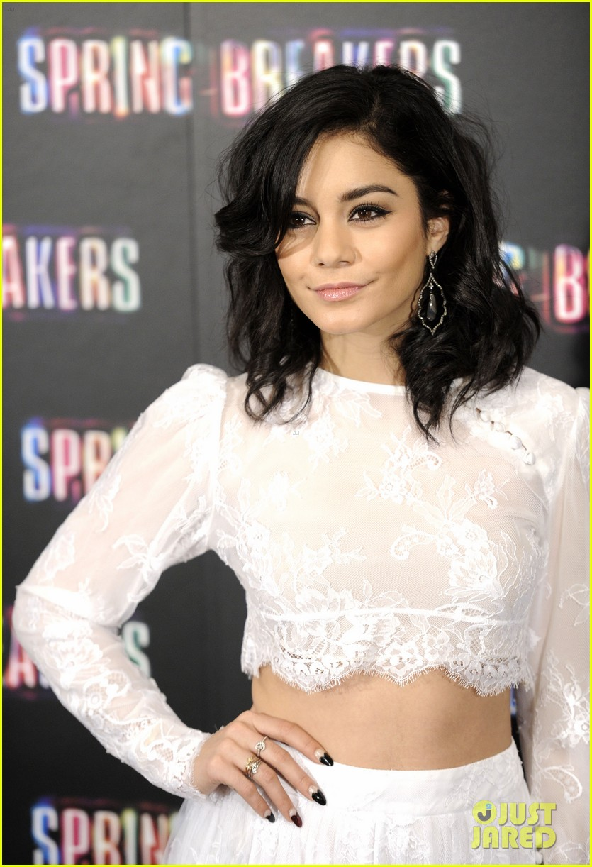vanessa hudgens selena gomez spring breakers madrid photo call 02
