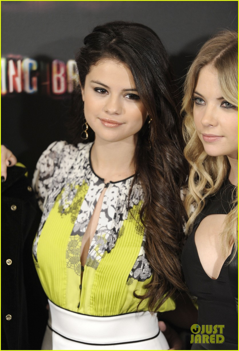 vanessa hudgens selena gomez spring breakers madrid photo call 122816455