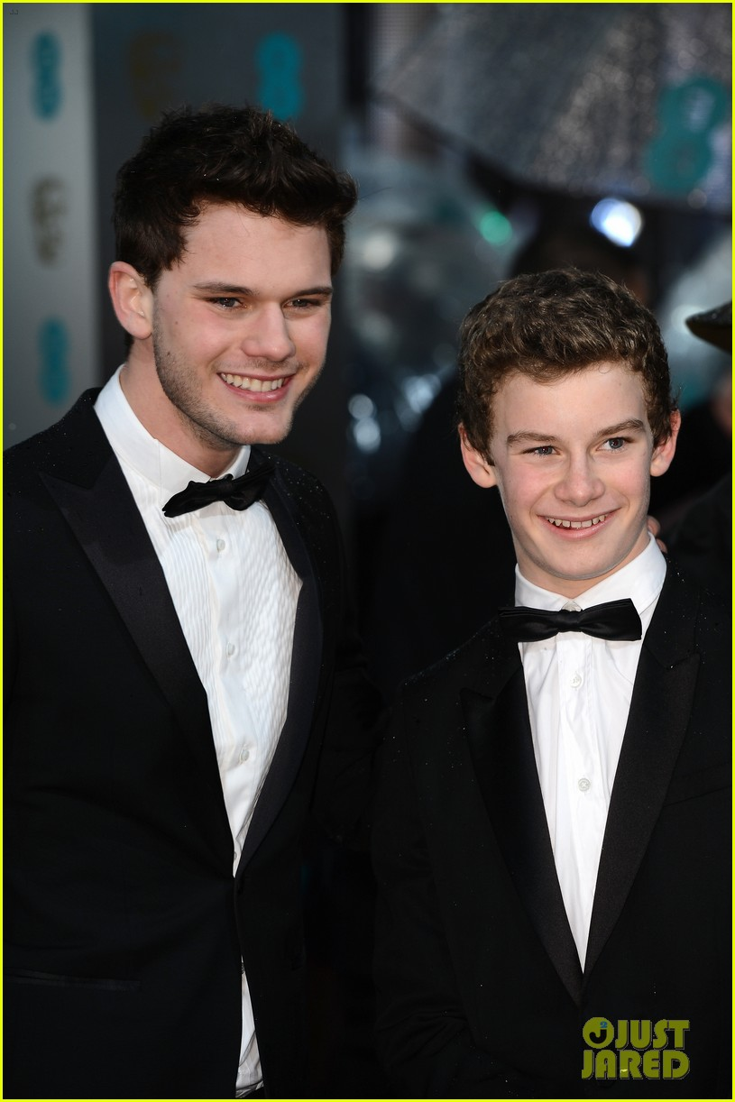 jeremy irvine suraj sharma baftas 2013 red carpet 02