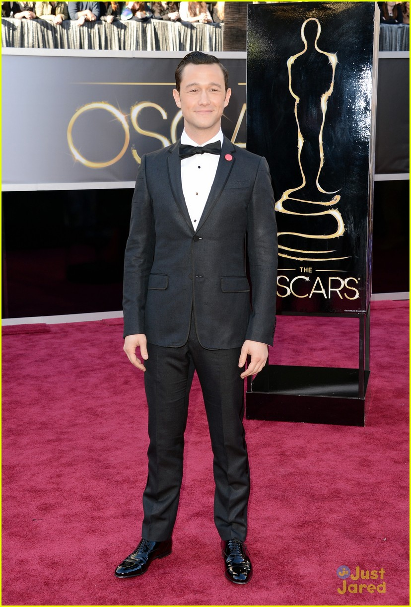 joesph gordon levitt oscars red carpet 2013 02