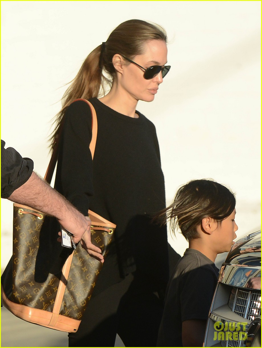 angelina jolie zahara pax urban outfitters shoppers 02