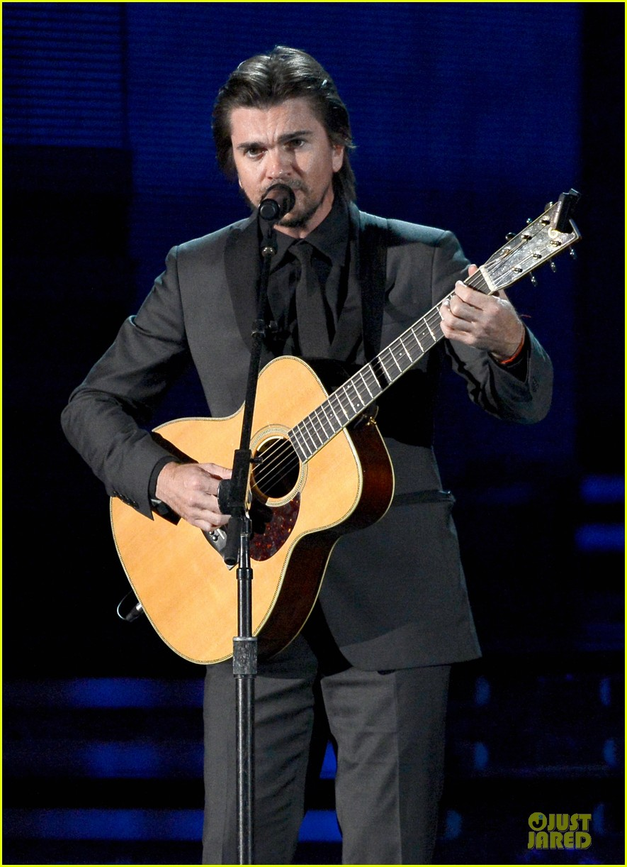 juanes grammys 2013 performance watch now 01