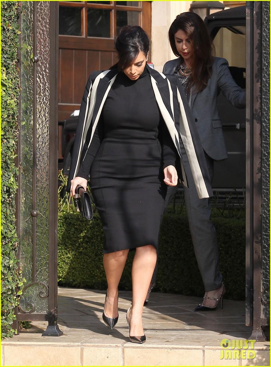 kim kardashian faces criticism for tweeting gun photo 07