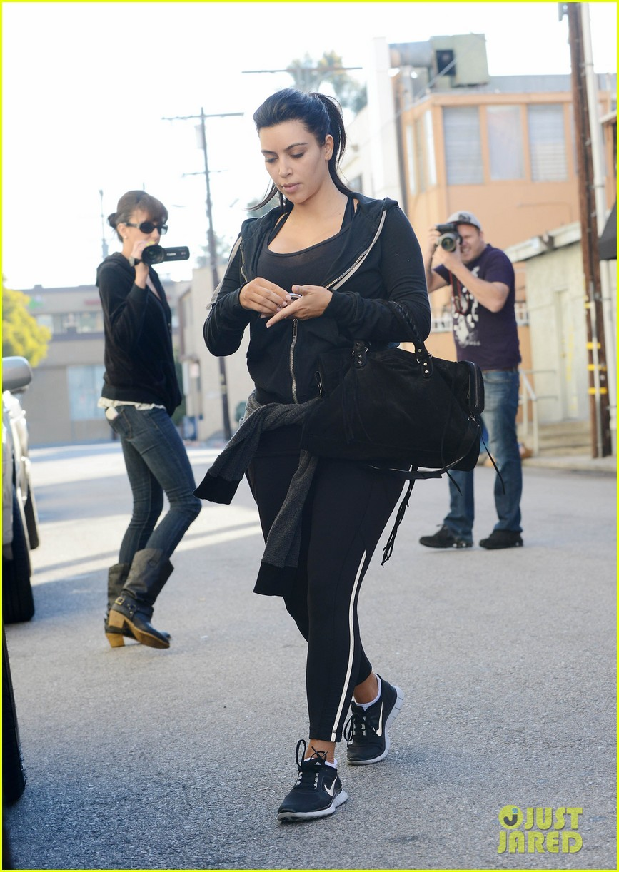kim kardashian i found the perfect maternity jeans 18