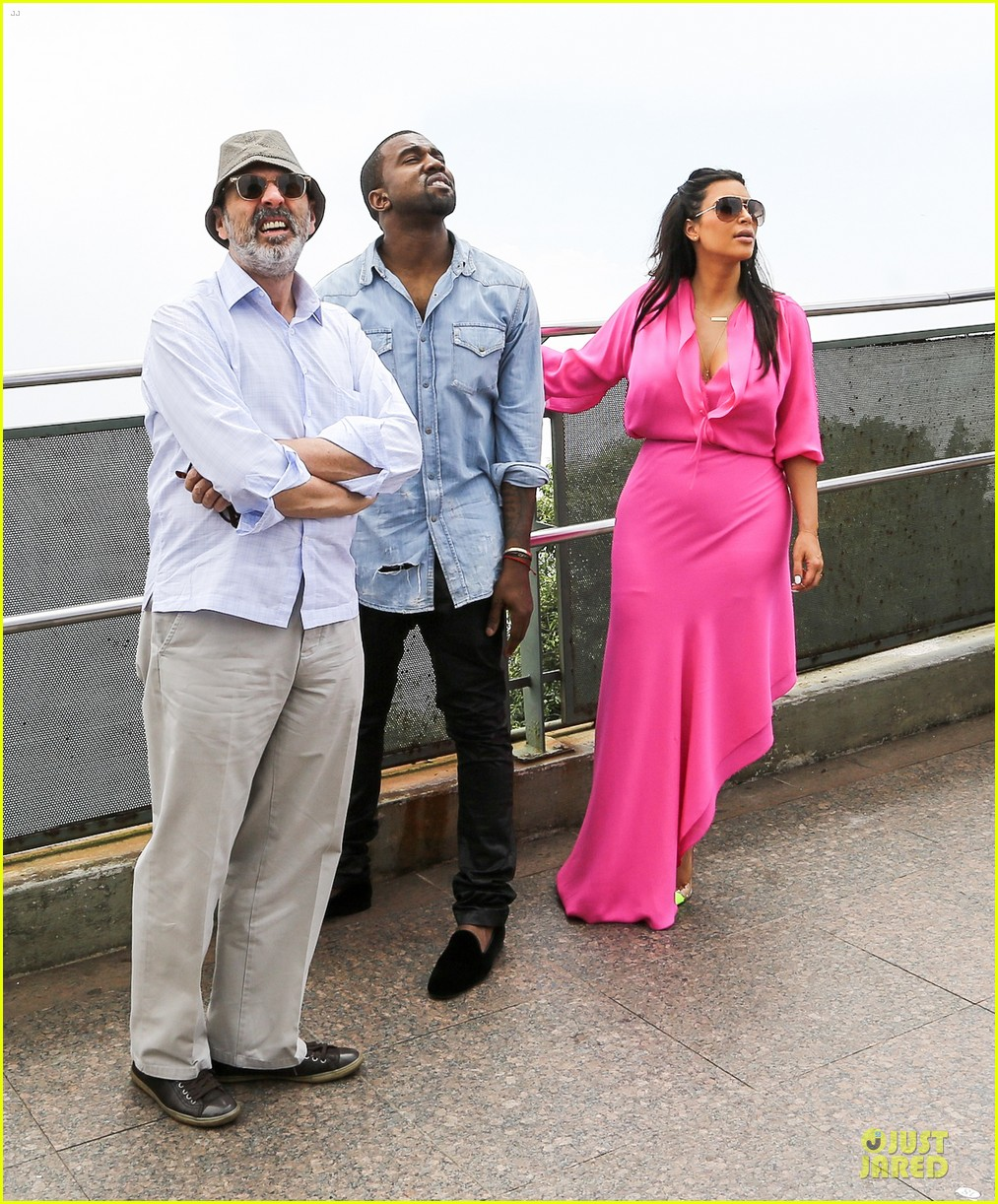 pregnant kim kardashian kanye west rio sightseeing couple 082807913