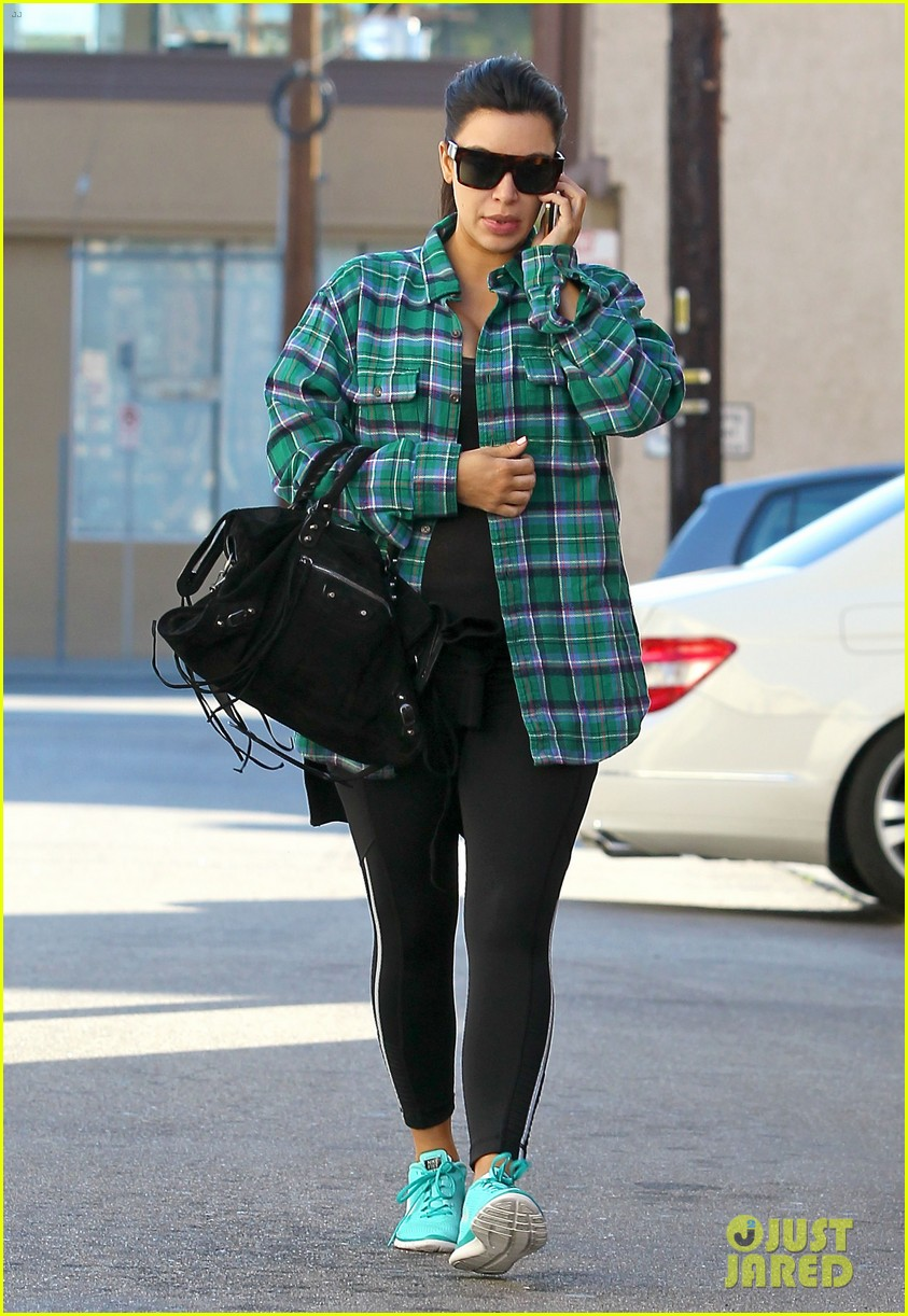 kim kardashian pregnant in skinny jeans 05