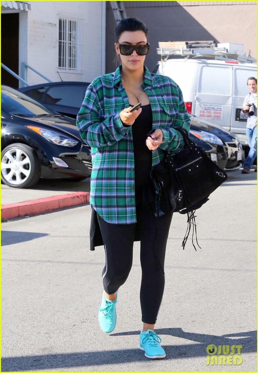 kim kardashian pregnant in skinny jeans 17