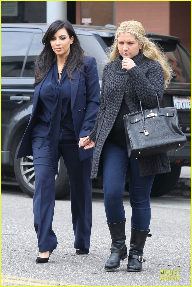 kim kardashian suiting baby bump 01