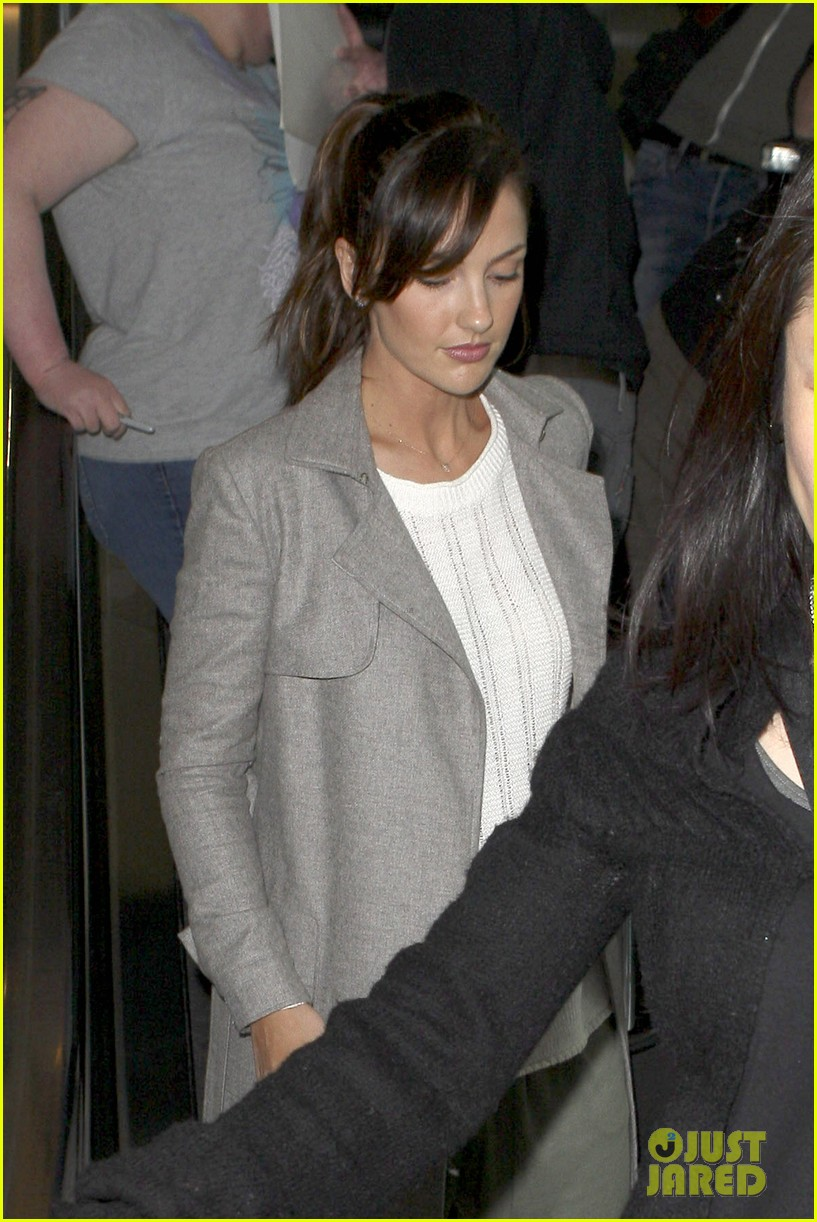 minka kelly excited to get home to my loved ones 04