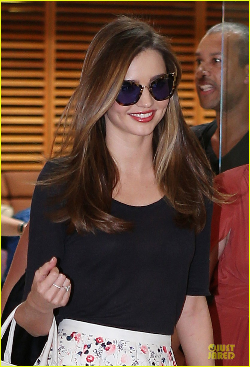 miranda kerr cyber crime unit call after twitter hack 042811118