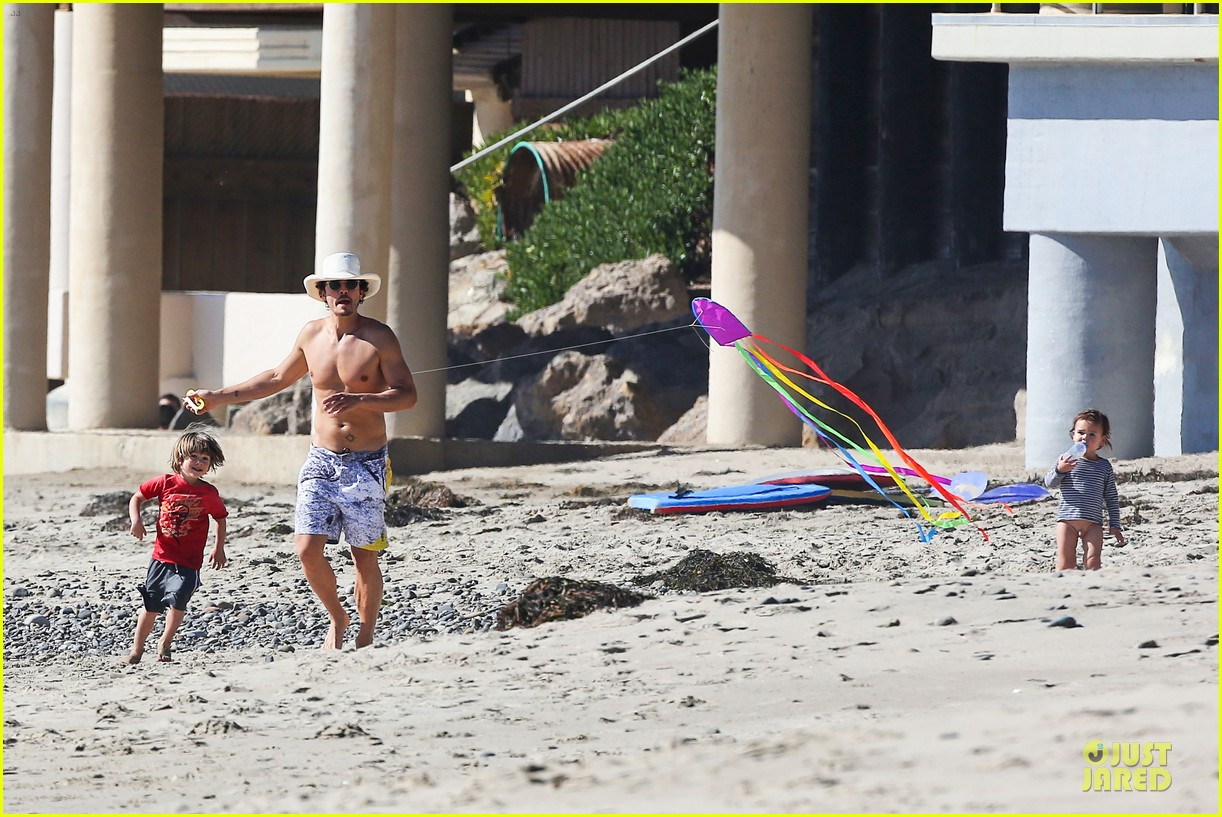 miranda kerr orlando bloom kite flying with flynn 292815502