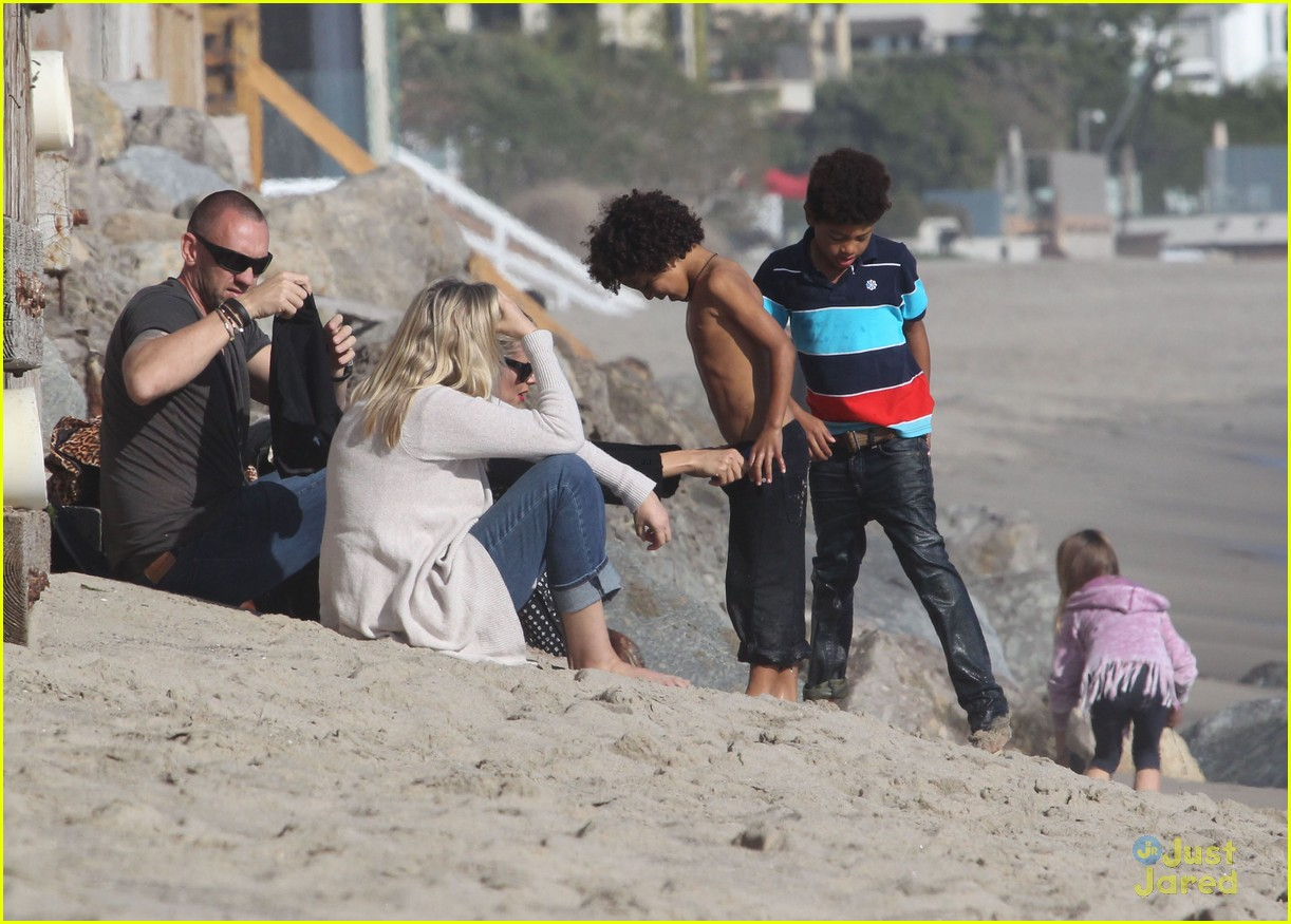 heidi klum martin kirsten beach day with the kids 14