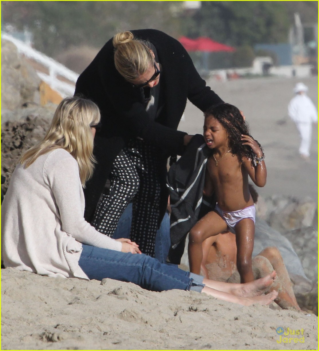 heidi klum martin kirsten beach day with the kids 21