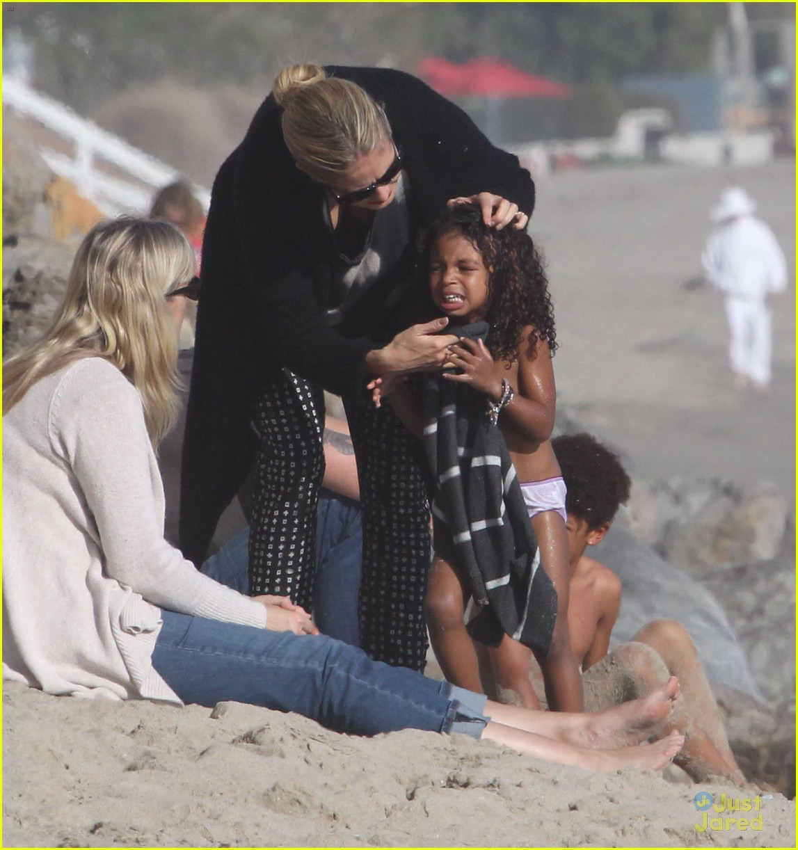 heidi klum martin kirsten beach day with the kids 222814912