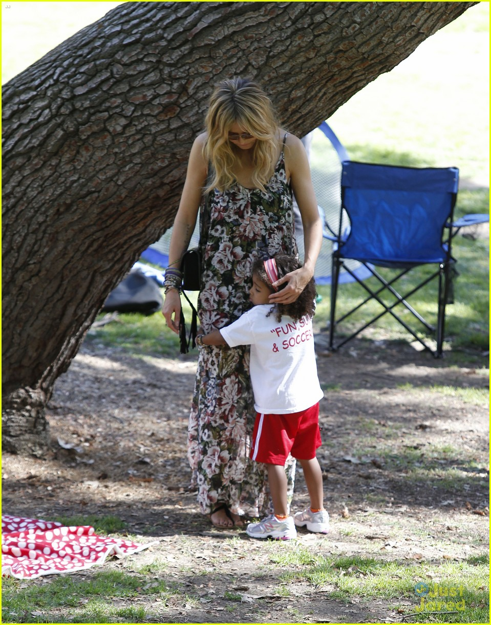 heidi klum martin kirsten beach day with the kids 45