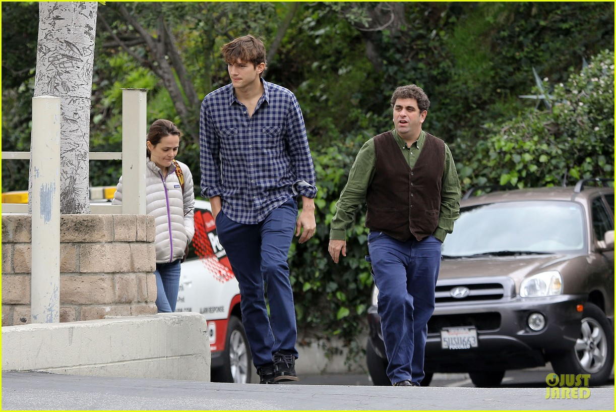 ashton kutcher juvenile swatter charged 052810496