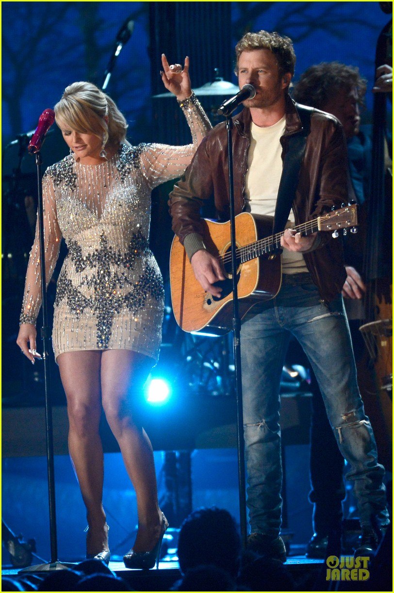 miranda lambert dierks bentley grammys 2013 performance watch now 01