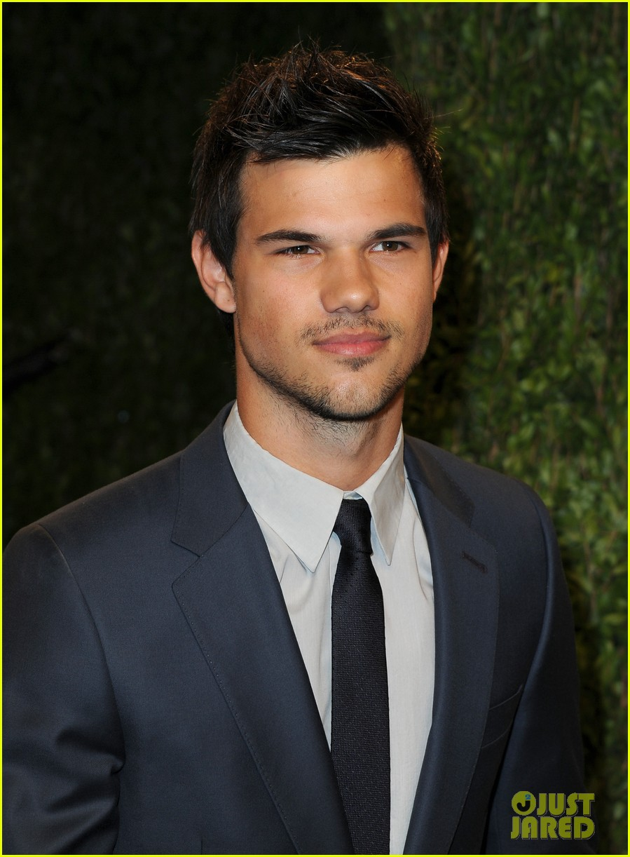 taylor lautner vanity fair oscars party 2013 02