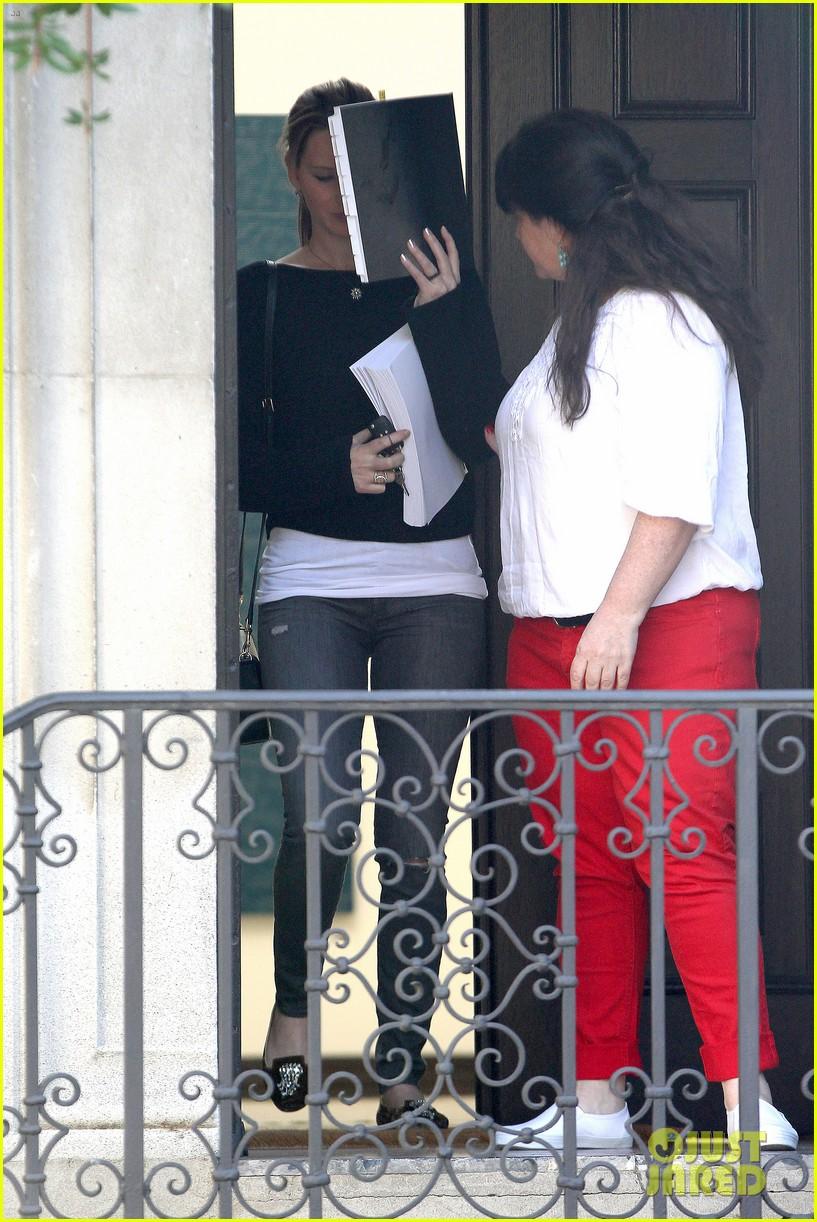 jennifer lawrence hides behind her script 012812387