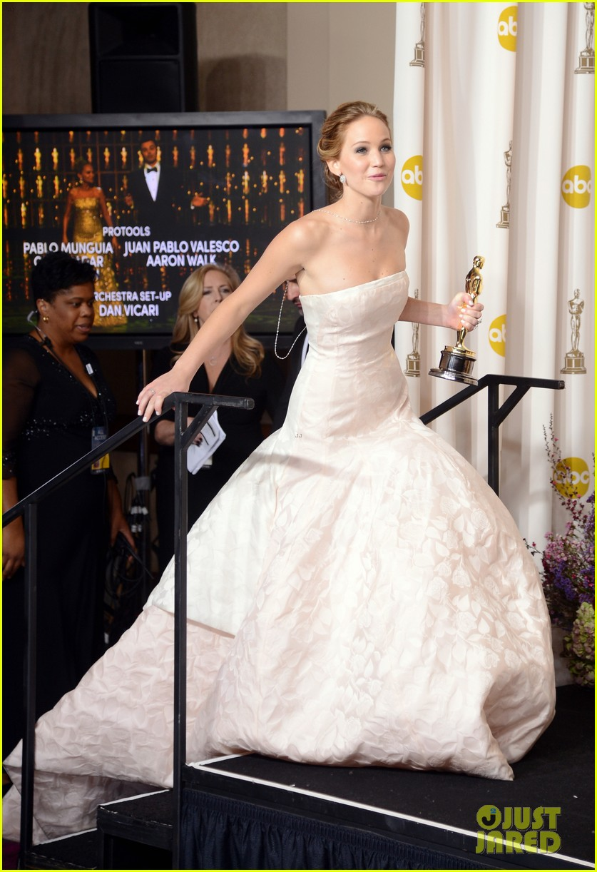 jennifer lawrence oscars press room video 2013 05