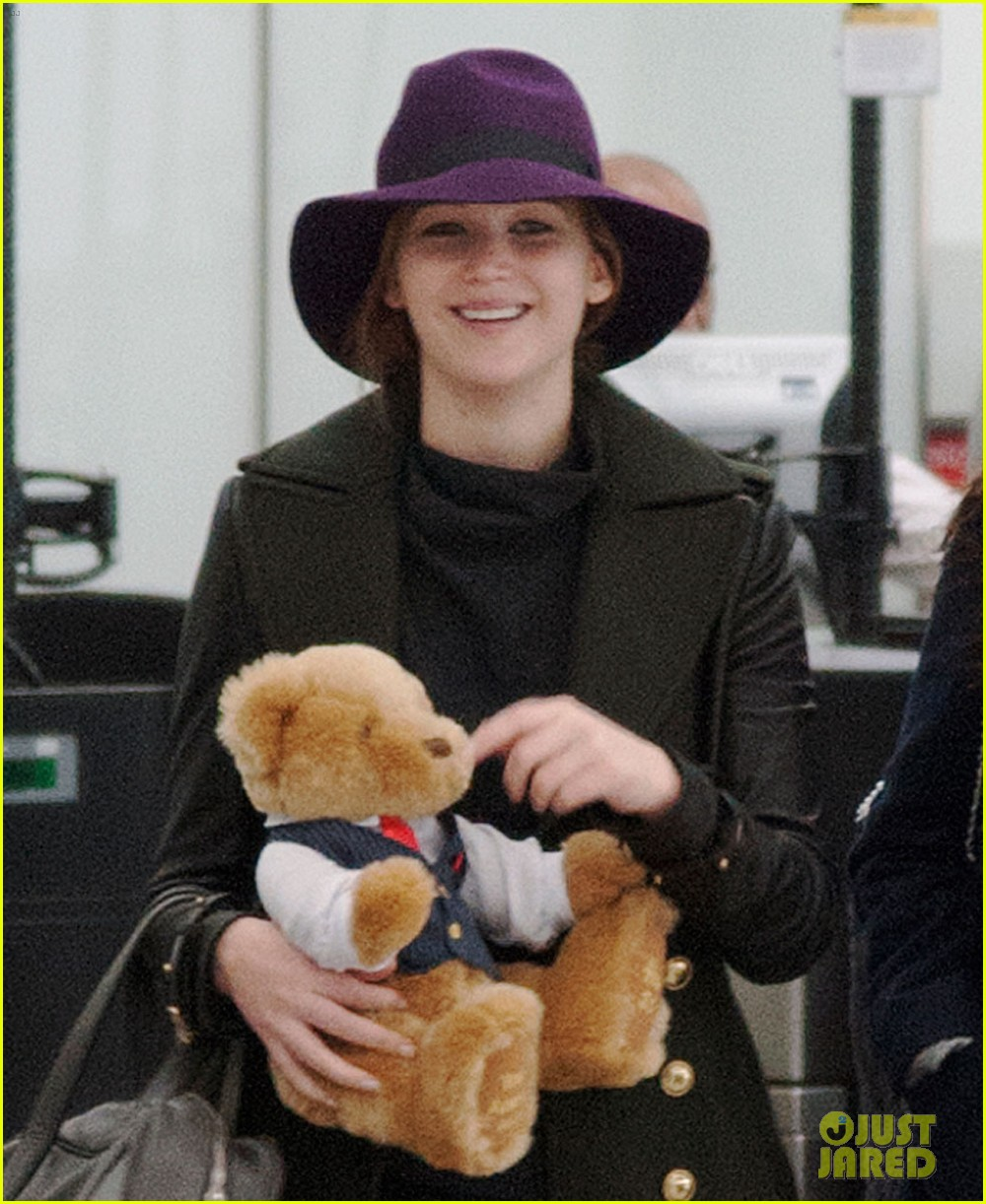 jennifer lawrence teddy bear departure in london 02
