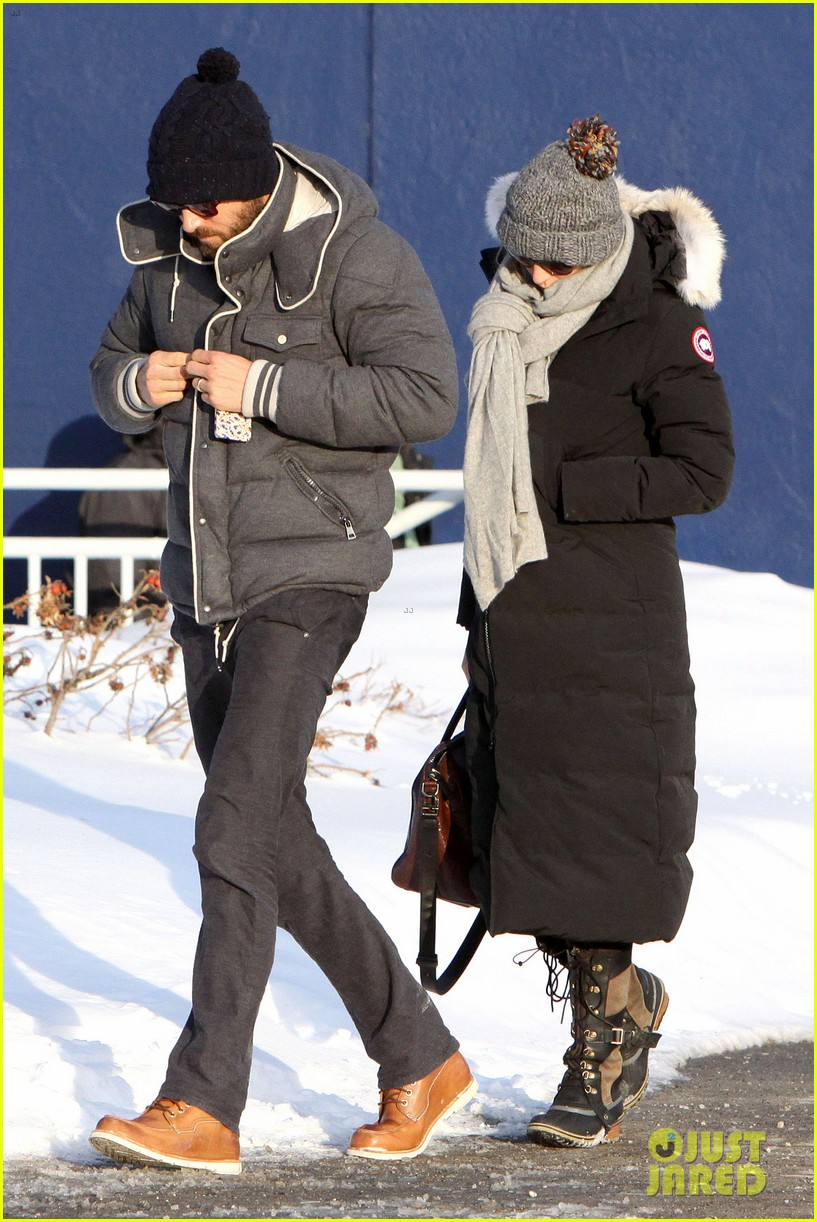 blake lively ryan reynolds snowy weekend in canada 03