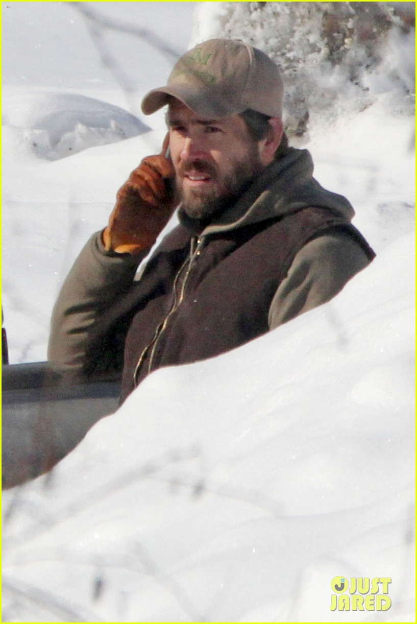 blake lively ryan reynolds snowy weekend in canada 07
