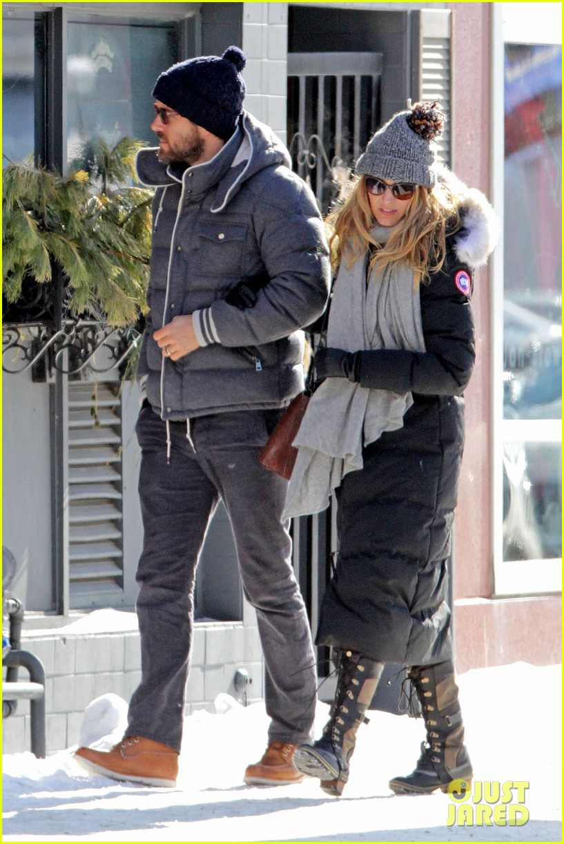 blake lively ryan reynolds snowy weekend in canada 19