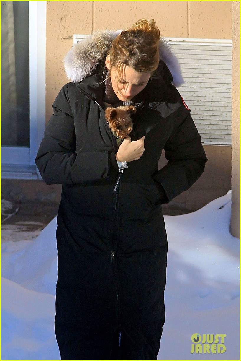 blake lively ryan reynolds snowy weekend in canada 34