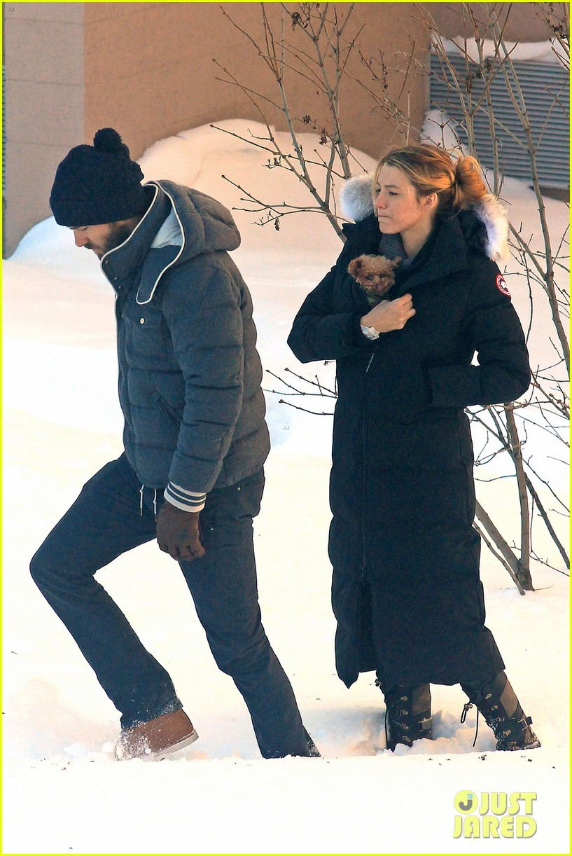 blake lively ryan reynolds snowy weekend in canada 35