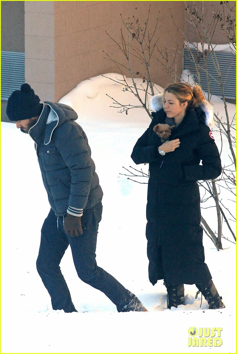 blake lively ryan reynolds snowy weekend in canada 37