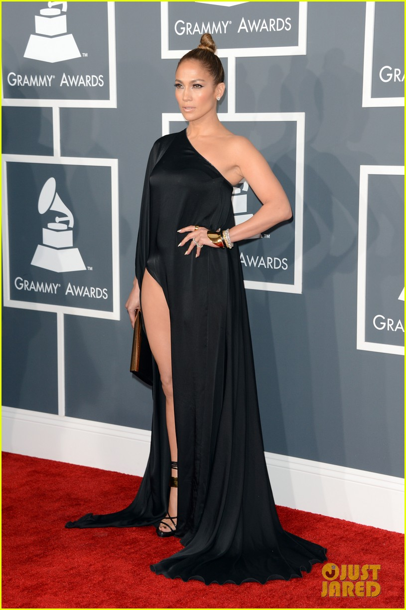 jennifer lopez grammys 2013 with casper smart 01