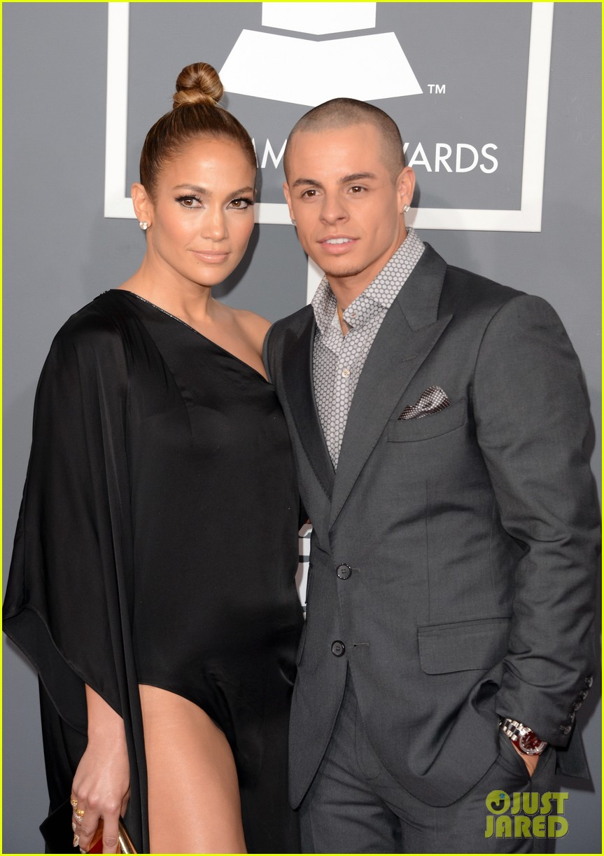 jennifer lopez grammys 2013 with casper smart 022809274