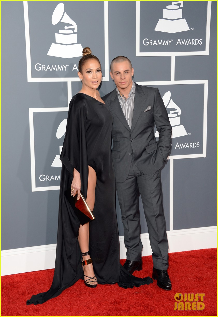 jennifer lopez grammys 2013 with casper smart 03