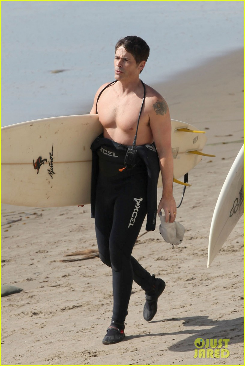 rob lowe shirtless super bowl sunday surfing 012804419