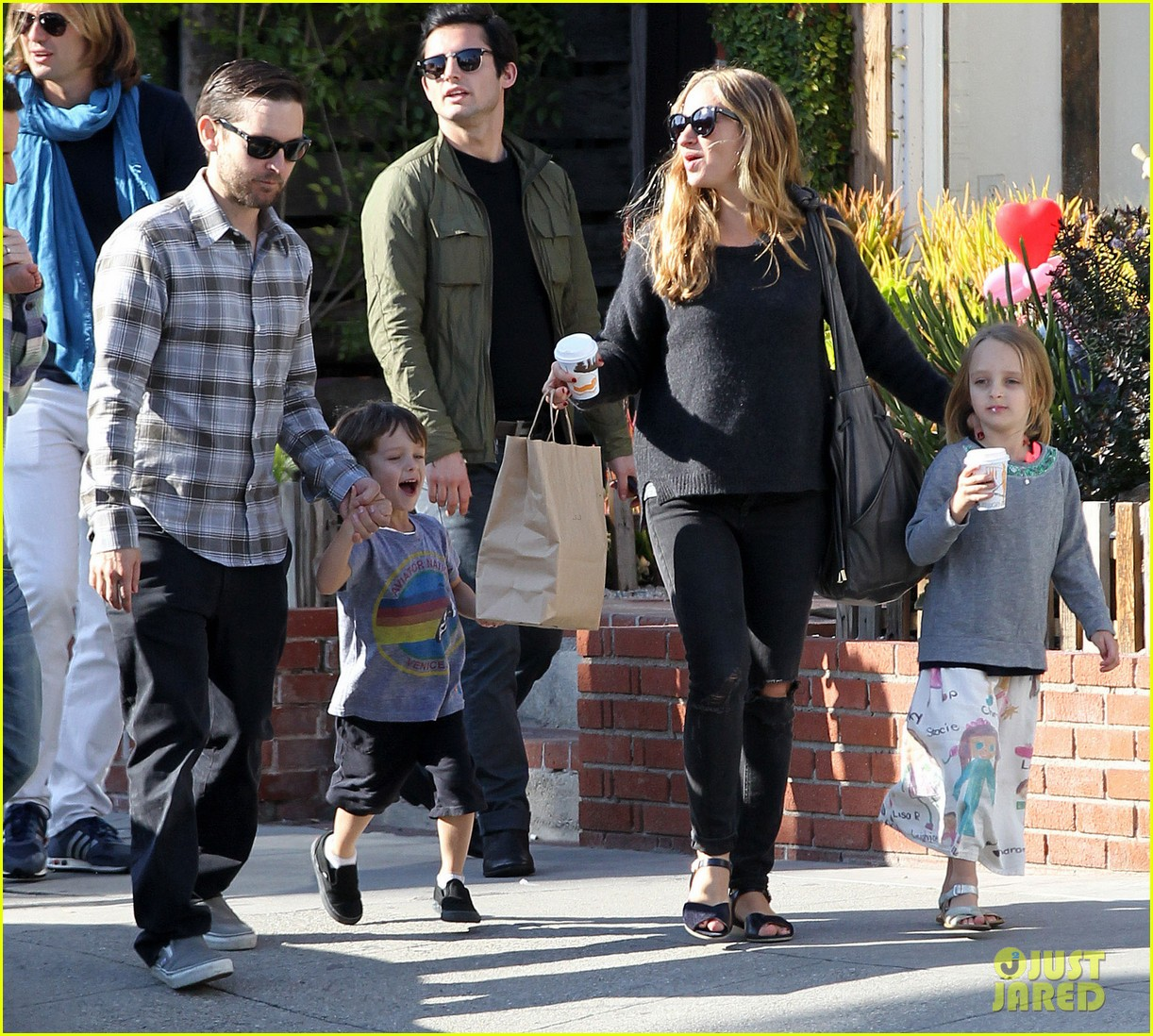 tobey maguire brunch with the family 02