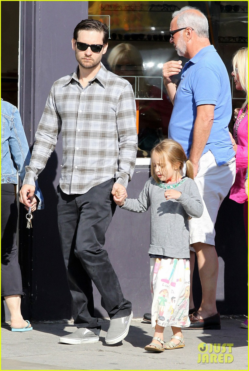 tobey maguire brunch with the family 132814448